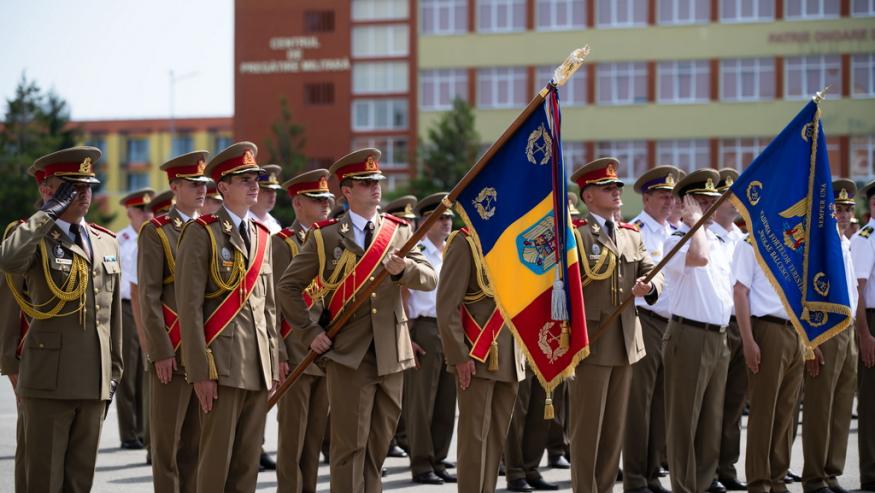 """Felicitări absolvenților promotiei """"Regele Mihai I-100″!"""