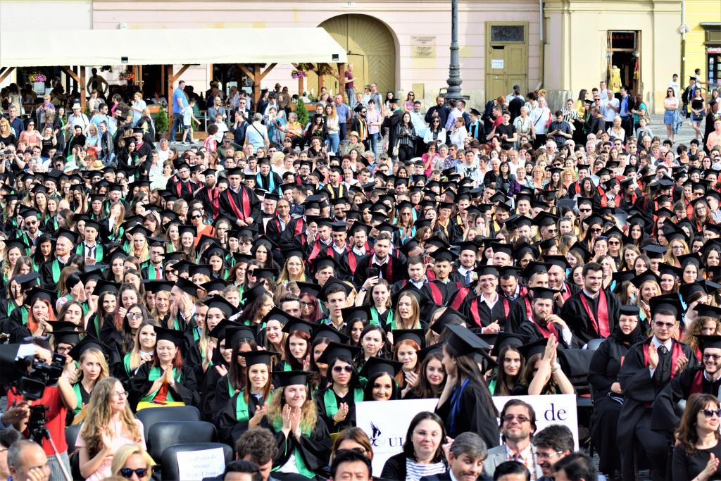 GAUDEAMUS 2019. O nouă generație de studenți sărbătorită în Piața Mare