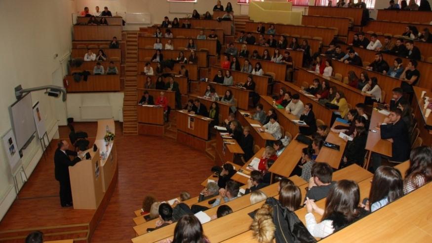 ULBS a aprobat Planul de măsuri pentru desfășurarea noului an universitar. Cursurile se vor relua față în față, cu respectarea măsurilor de prevenție