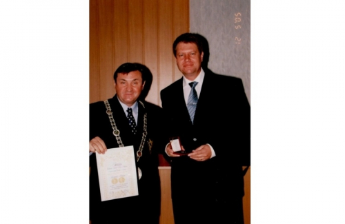 Medal awarded to Klaus Johannis, mayor of Sibiu